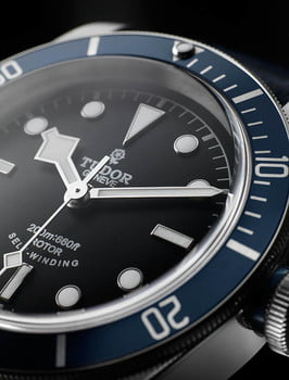 Tudor-Heritage-Black-Bay-Blue-dial-and-bezel-detail