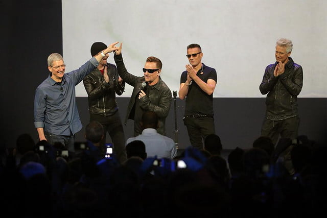 apple bono celebrity tech endoresements tim cook u  iphone