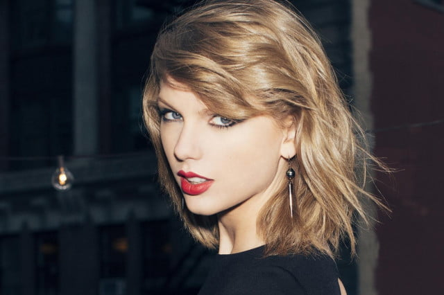 To-Apple,-Love-Taylor-3