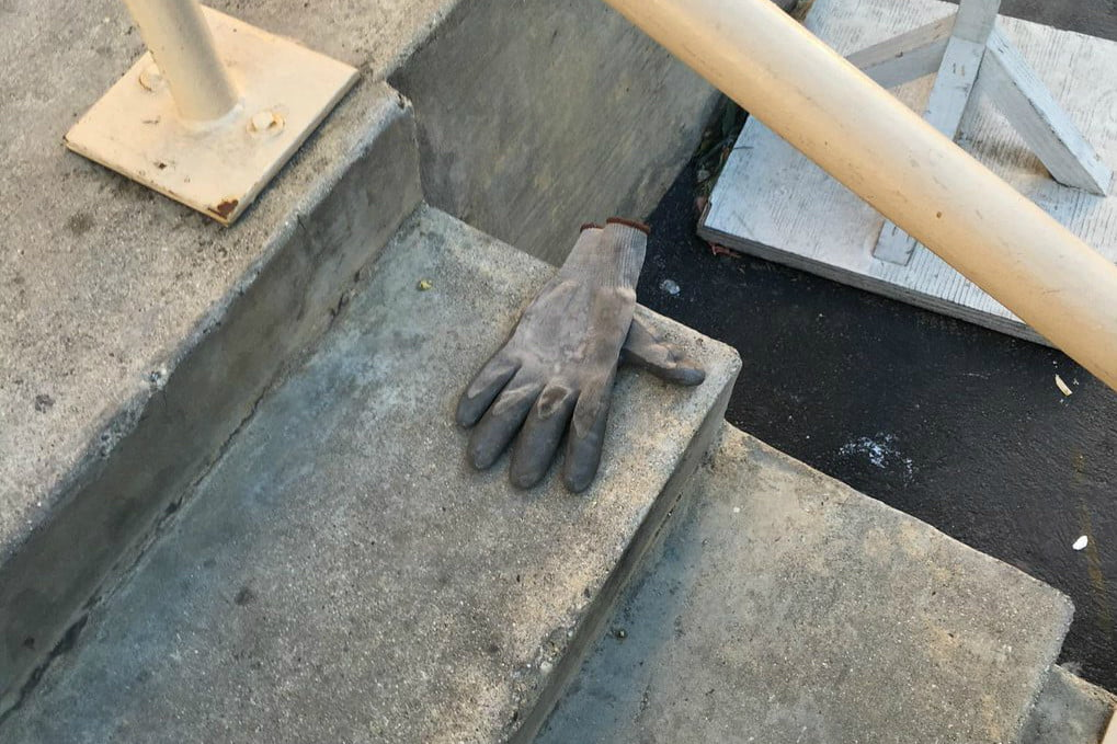 tom hanks lost and found  glove