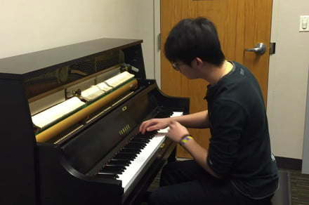 Pianist turns well-known ring