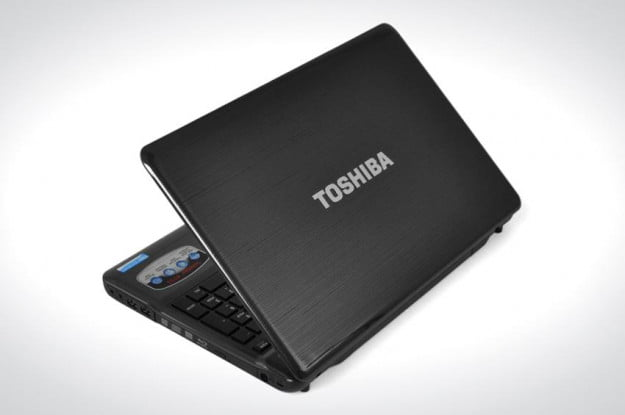 Toshiba Satellite P755 review lid open angle left