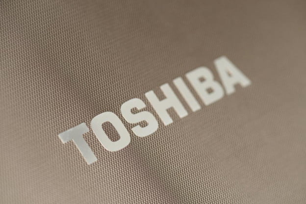 Toshiba Satellite P855 review logo