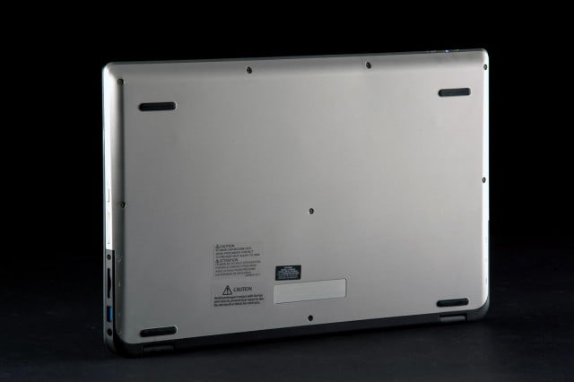Toshiba Satellite Radius P55W bottom