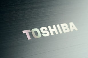 Toshiba Satellite S955 review lid logo