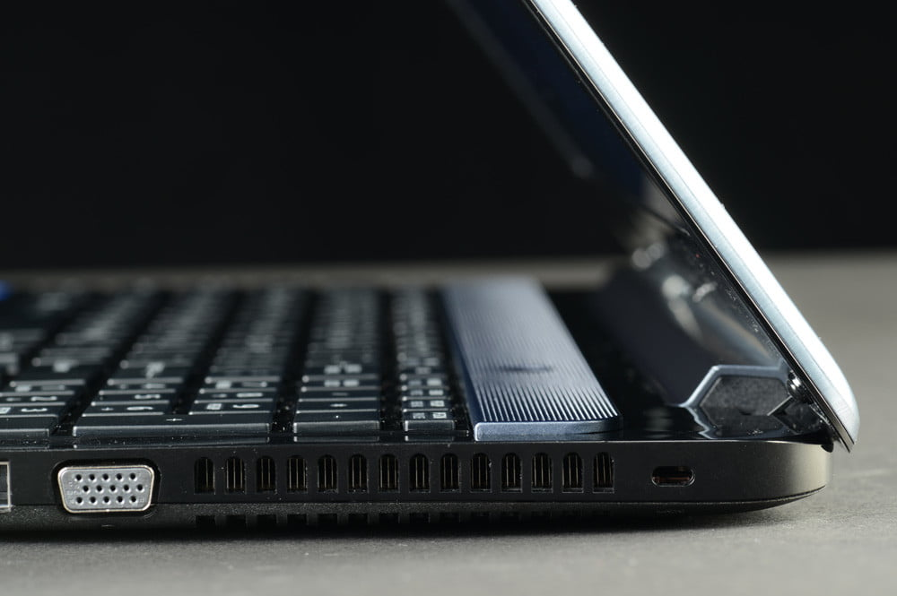Toshiba Satellite S955 review right side