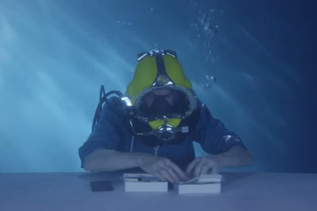 sonys xperia z  appears first ever underwater unboxing video