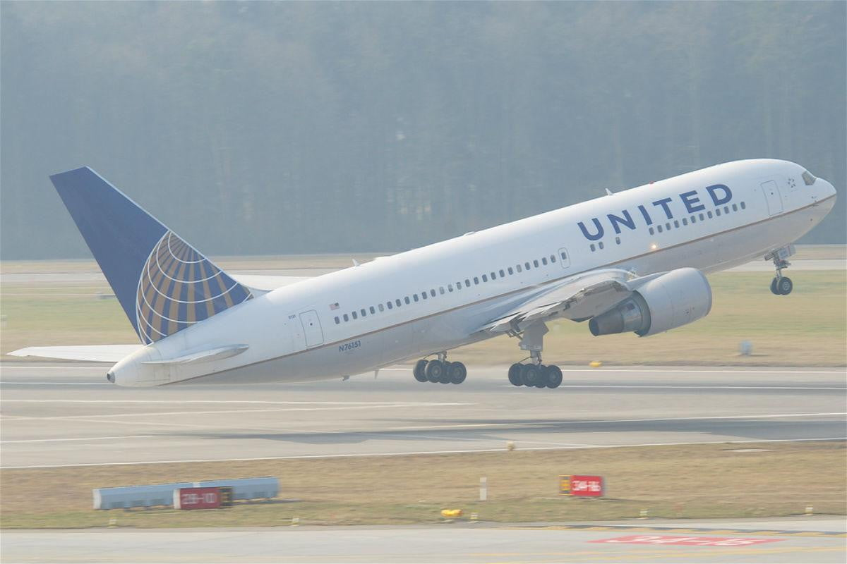 passenger planes can by hacked using on board wi fi united airlines