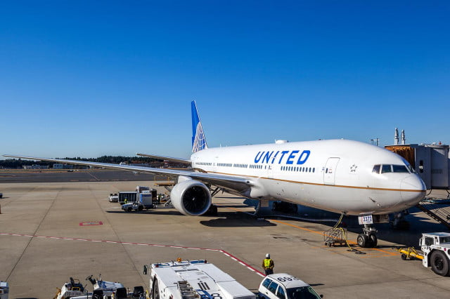 united airlines app interactive airport maps grounded