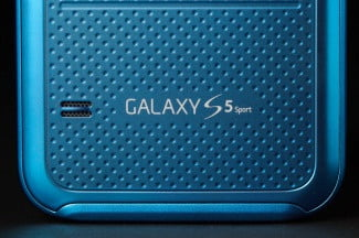Samsung Galaxy S5 Sport back bottom