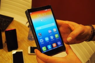 The S860 has an extra large screen.