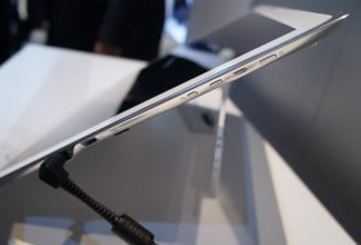 Panasonic 4K Tablet right edge