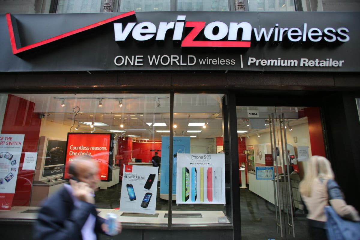 verizon gains new subscribers loses old ones storefront