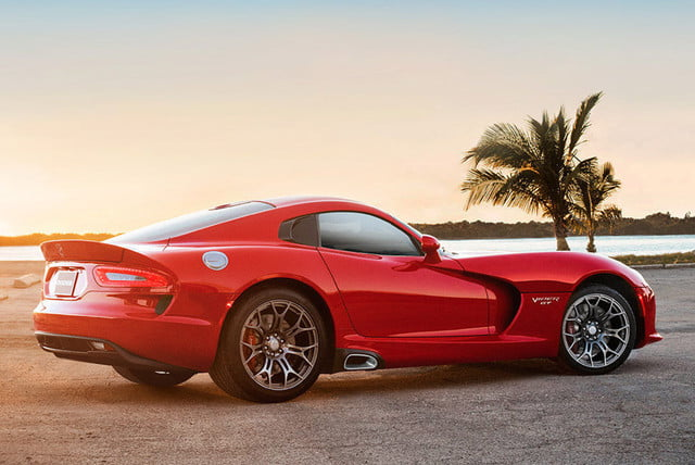 dodge viper may die in  news rumors rear angle