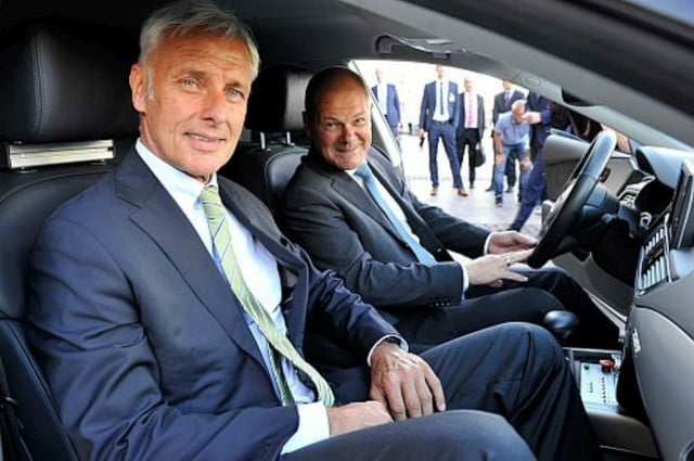 hamburg germany mobility test city volkswagen ceo m  ller hambury mayor scholz