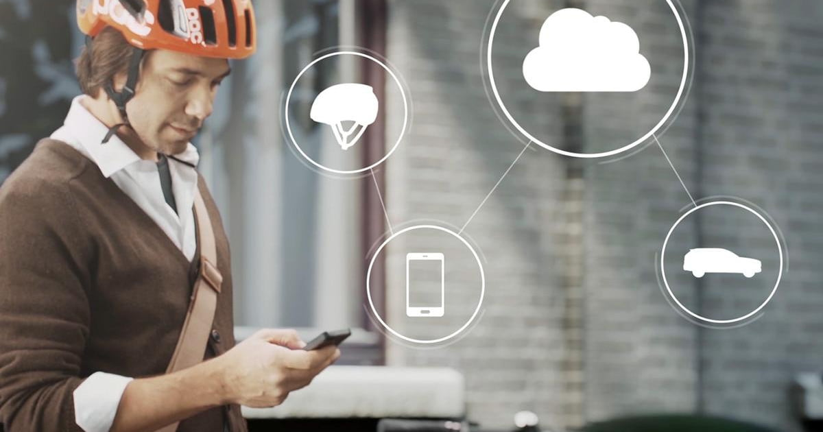 Volvo's smart connected helmet keeps cyclists safe ...