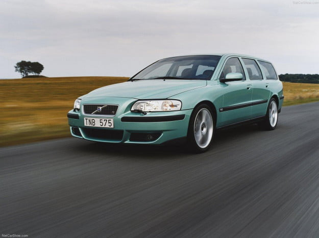 2003 Volvo V70 R front three quarter motion