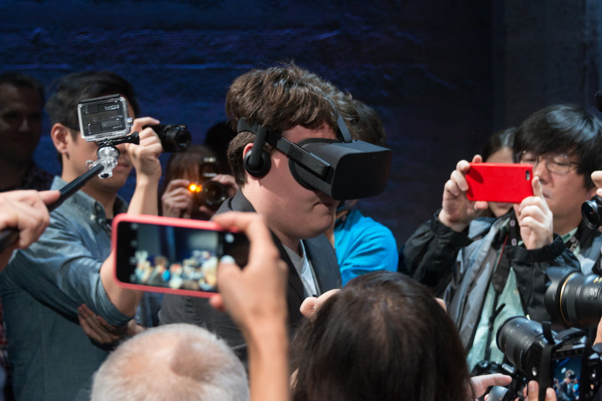 vr is big at ces  but uncertainty rules oculus