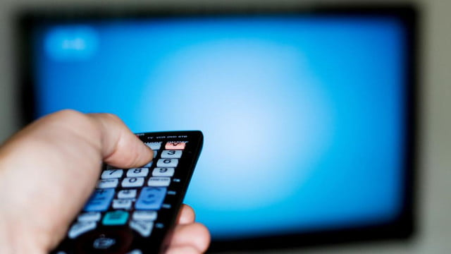 consumers buying hdtvs tablets in near future watching tv