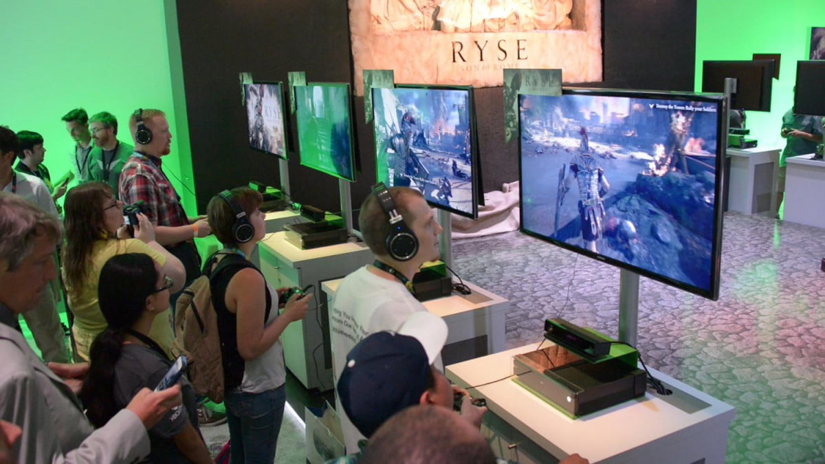 microsoft planning on packaging a major game with the xbox one e  show floor