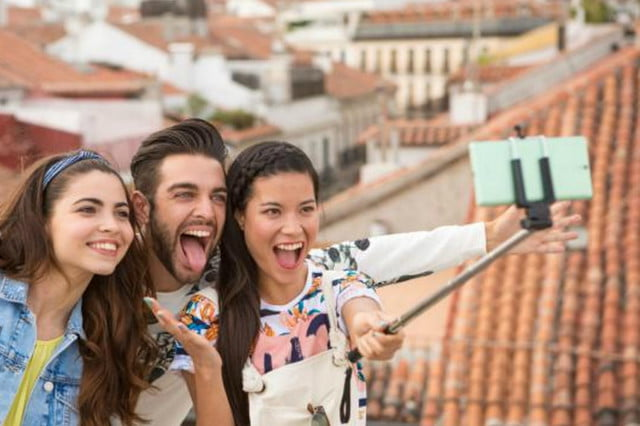 are selfies leading to a lice epidemic among teens xperia c  ultra selfie stick