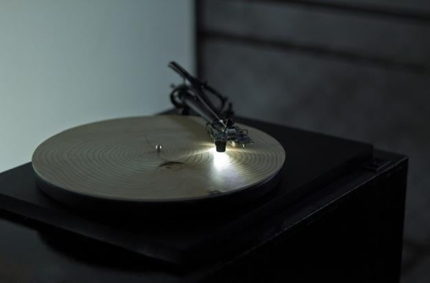 Years-turntable-plays-a-tree's-inner-rings-like-a-record