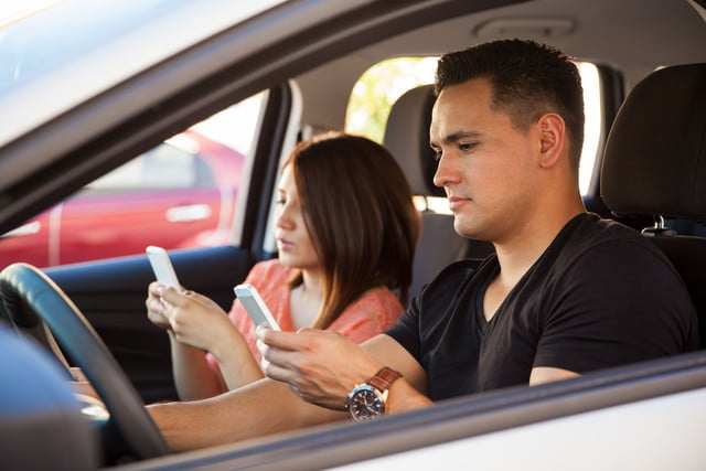 uk doubles texting while driving penalties young adults on their smartphones and