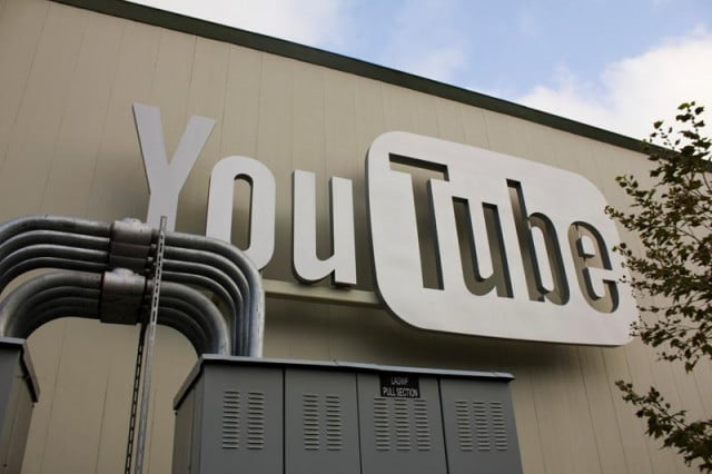 youtube using  super flaggers to hunt down offending content