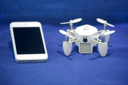 zano-mini-drone-iphone-5