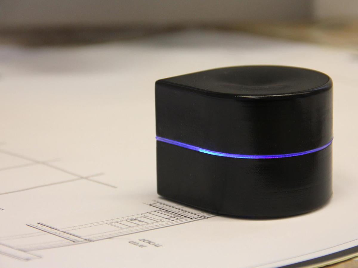 pocket sized printer moves across page zuta