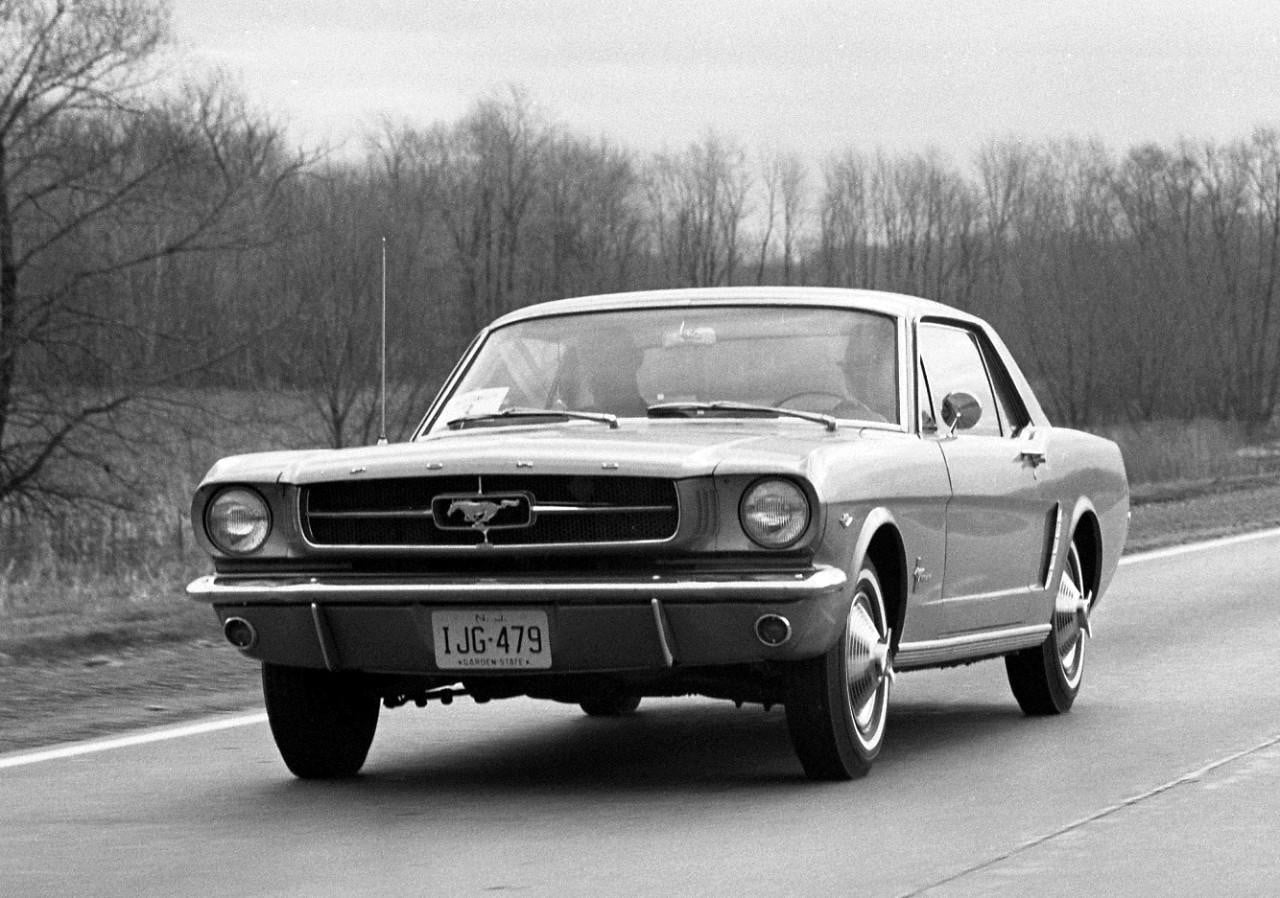 1964 ford mustang black and white