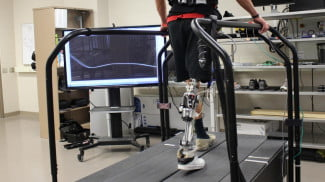 Scientists develop algorithm that lets artificial legs re-tune themselves on the fly