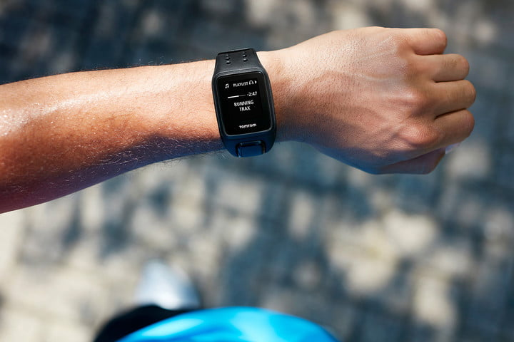 best-outdoor-fitness-bands-TomTom-Spark-Cardio-+-Music_