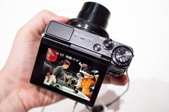 Canon-G7X-in-hand
