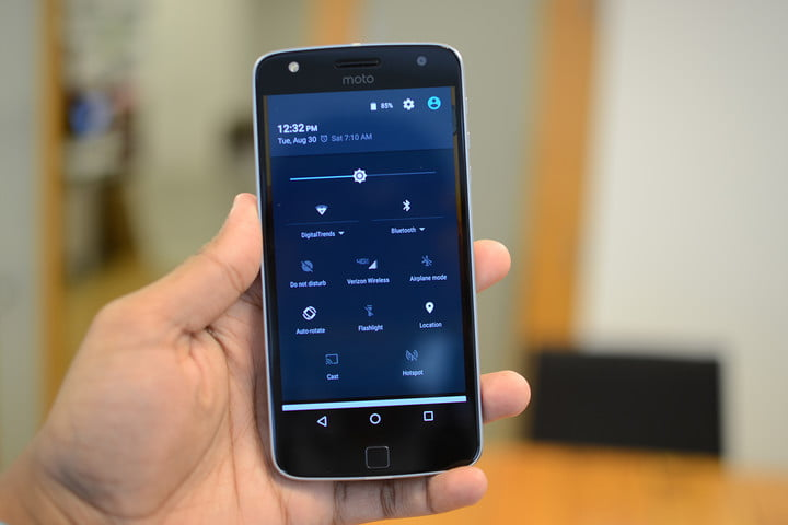 Moto-Z-Play-Droid-and-Hasselblad-mod-hands-on-9