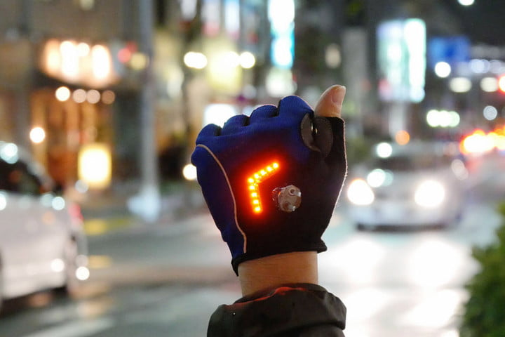 Techno-threads---Zackees-Turn-Signal-gloves